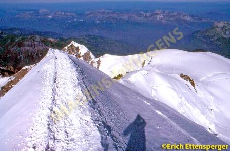 Schmales Grat auf 4.500 Metern/Caminho estreito em 4.500 metros/Narrow ridge on 4,500 meters