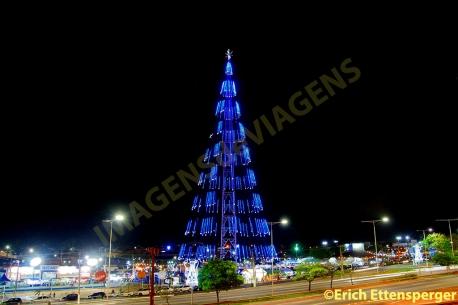 Árvore de Natal localizada no bairro de Mirassol/ Christmas tree located in the neighborhood of Mirassol