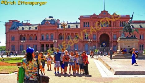 Quase todo turista gosta de ter uma foto em frente a Casa Rosada
