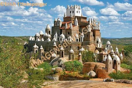 O exótico Castelo de Zé-dos-Montes em Sítio Novo