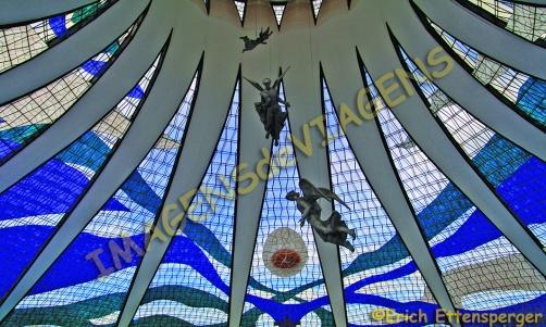 Interior da Catedral Metropolitana de Brasília/Inneres der Kathedrale Metropolitana de Brasília/Interior of the Brasilia Metropolitana Cathedral
