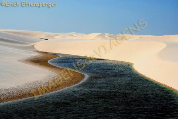 Lagoa entre as dunas