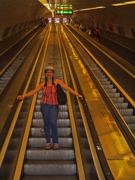 Uma das escadas rolantes mais longas do mundo/Eine der längsten Rolltreppe der Welt/One of the longest escalators in the world