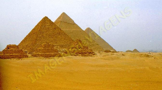 O Nilo, o deserto e pedras colossais/Der Nil, die Wüste und steinerne Kolosse / The Nile, the desert and stone colossi