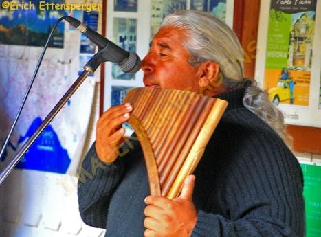 Músico em Porto Varas / Musiker in Puerto Varas / Musician in Puerto Varas