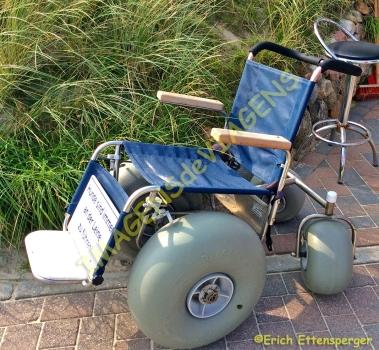 Cadeira de rodas para praia disponível na entrada