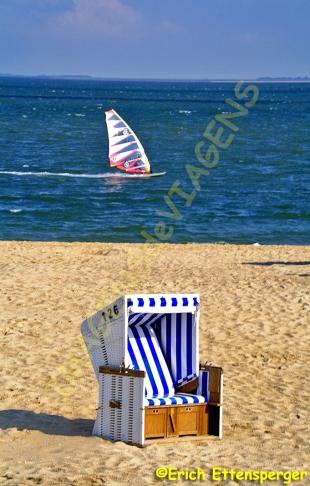 A típica cadeira de praia / Ein typischer Strandkorb / A typical beach chair