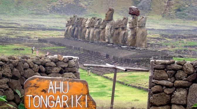 A Ilha de Páscoa e seus misteriosos guardiões de pedra/Die Osterinsel und seine geheimnisvollen steinernen Wächter/The Easter Island and its mysterious stone guardians