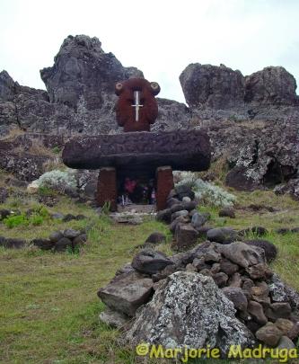 Altar nas proximidades de PAPA TATAKU POKI / Altar in der Nähe von PAPA Tataku POKI / Altar nearby PAPA TATAKU POKI