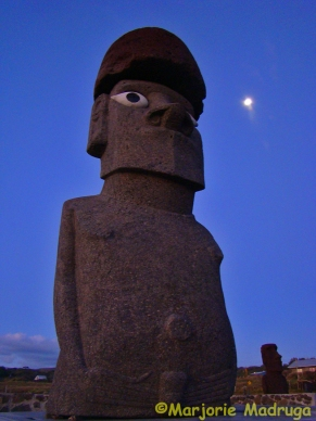O moai e a lua / Die Moai und der Mond / The moai and the moon