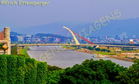 Vista do rio e da cidade/Blick auf Fluss und Stadt view of river and city