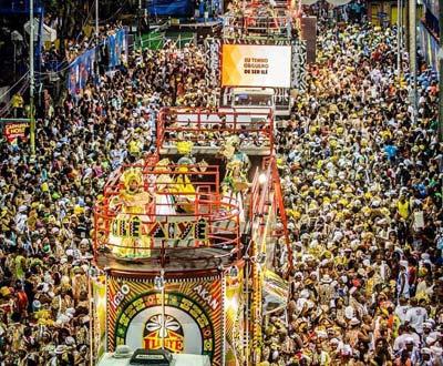 Desfile do Bloco Ilê Aiyê (participante do Afródromo). Fonte: Fan page do Afródromo | Reprodução Fonte/source: http://carnavalsalvadorbahia.com.br/circuito-afrodromo-programacao