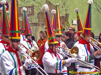 Cores e música de carnaval / Farbenpracht und Fastnacht Musik / Color splendor and carnival music