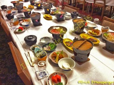 Mesa posta para os vistante / Mittagstisch wartend / Table ready for lunch