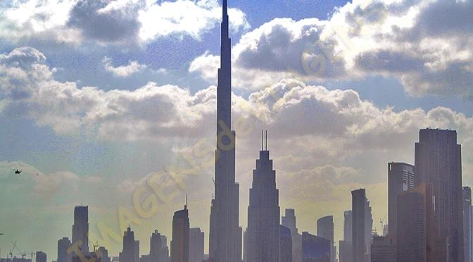 Burj Khalifa, o prédio mais alto do mundo/Burj Khalifa – höchstes Gebäude der Welt/Burj Khalifa – tallest building in the world