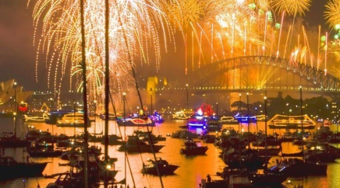 10 INFORMAÇÕES UTÉIS SOBRE A FESTA DE ANO NOVO EM SYDNEY/10 NÜTZLICHE INFORMATIONEN FÜR DIE NEUJAHRSPARTY IN SYDNEY/ 10 USEFUL INFORMATION ON SYDNEY NEW YEAR'S PARTY