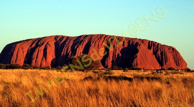 Uluru, a pedra sagrada/Uluru – der heilige Felsen/Uluru – the sacred rock